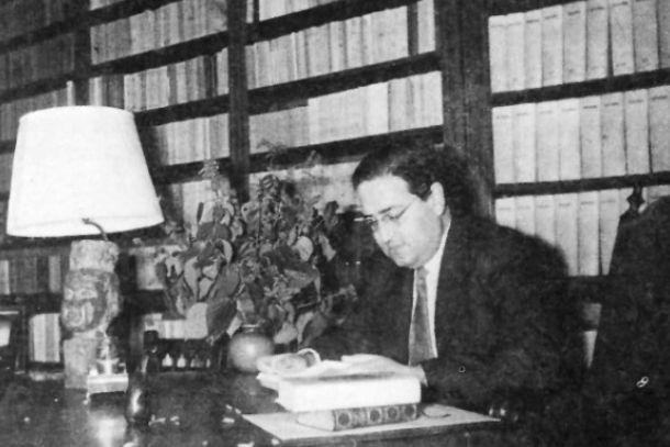 Josep Janés en su despacho en los años cincuenta.