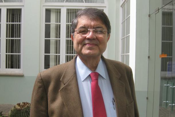Sergio Ramirez.Port